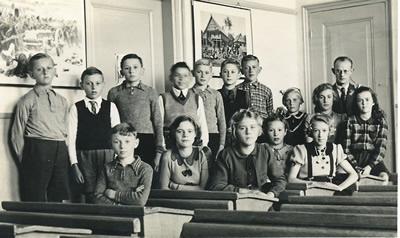 Schoolfoto klas 7 openbare lagere school 's-Gravendeel 1942