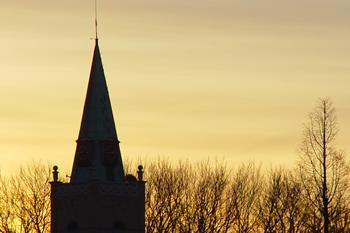 Nederlands Hervormde Kerk 's-Gravendeel bij zonsopgang