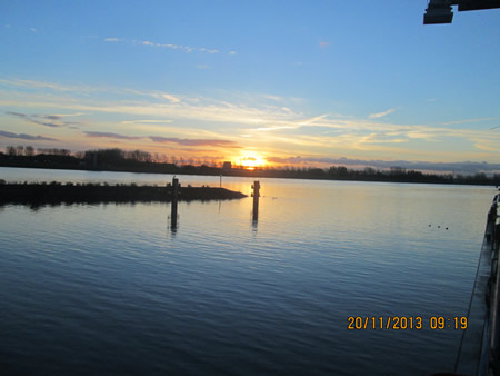 Zonsopgang bij gemeentehaven 's-Gravendeel