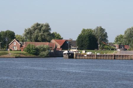 Haven 's-Gravendeel vanaf het water
