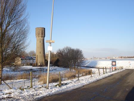 Watertoren 's-Gravendeel in de sneeuw