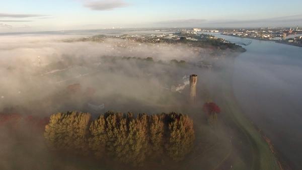 's-Gravendeel in de mist