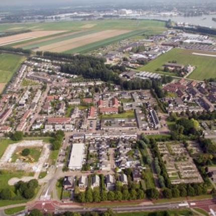 Fotocolumn 's-Gravendeel - Luchtfoto wijk Schuilingen