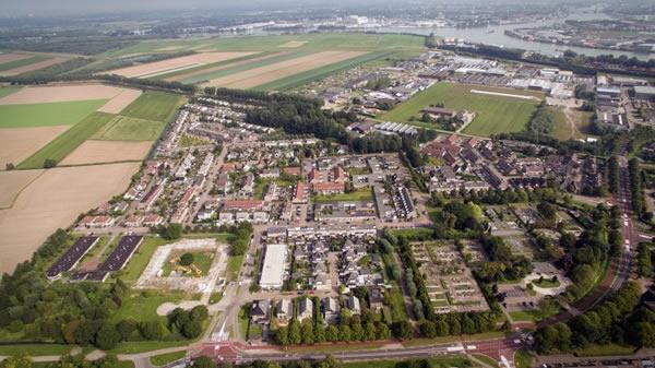 Luchtfoto wijk Schuilingen in 's-Gravendeel