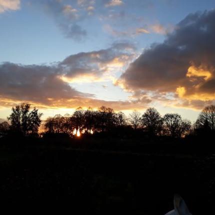 Fotocolumn 's-Gravendeel - Ondergaande zon vanaf Strijenseweg