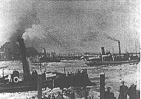 Schepen in de dichtgevroren Kil bij 's-Gravendeel