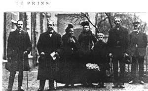 Groepsfoto van Augustin Janssens met diverse personen