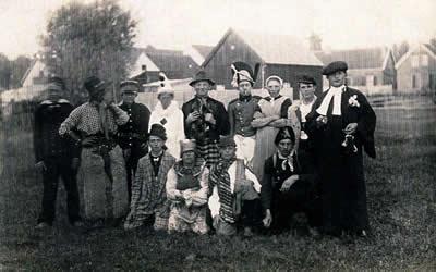 Gekostumeerd voetbalteam tijdens Koninginnedag in 1928