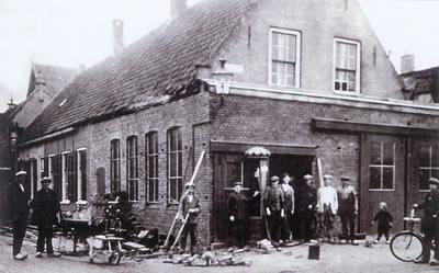 Historische foto smederij Barth Noord Voorstraat 's-Gravendeel