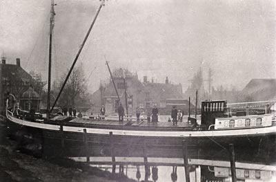 Historische foto schepen en schippers 's-Gravendeel