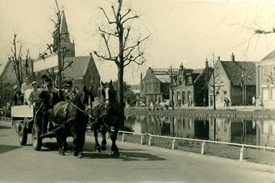Optocht 1960 Koninginnedag Kreek 's-Gravendeel