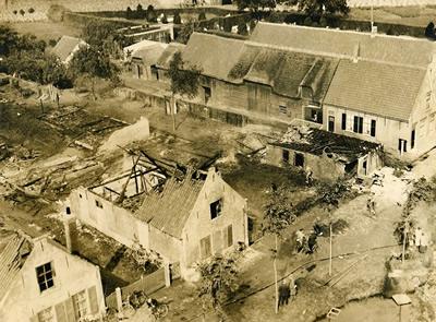 Gezicht vanaf de toren op de ravage na de brand in juli 1929 in de Kerkstraat