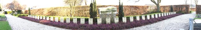 Panoramafoto oude begraafplaats met watersnoodmonument